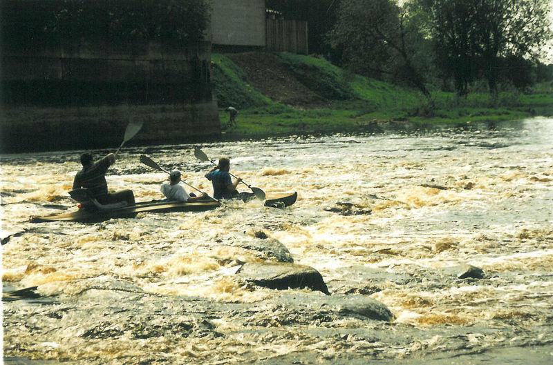 Pirmasis plaukimas Nemunėliu, nusileidimas prie Bauskės