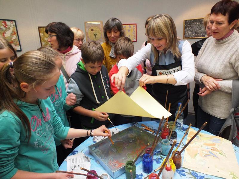 tapyba ant vandens gali būti viena iš neformalaus ugdymo užsiėmimų moksleiviam