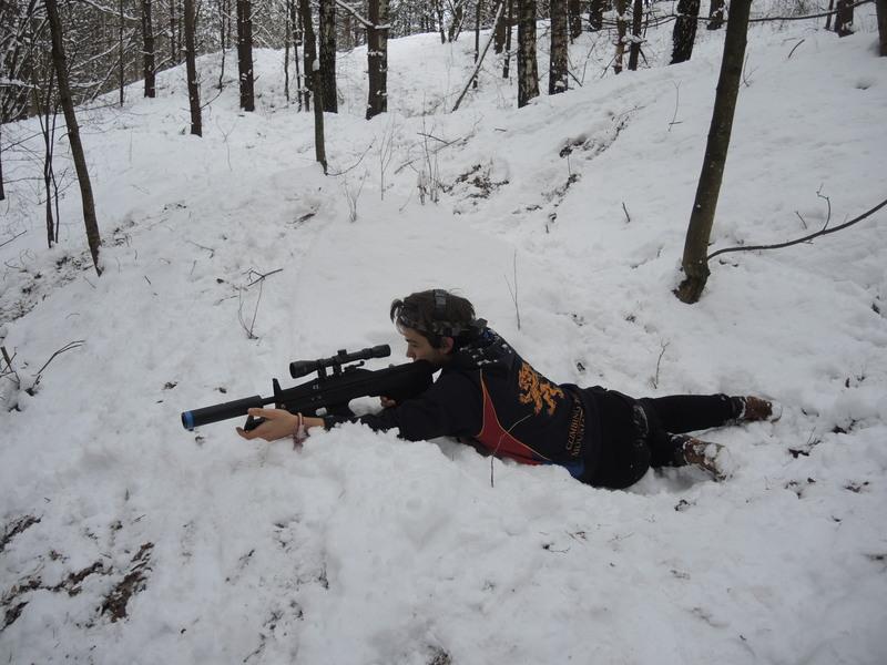 """Snaiperio ginklas imituoja graižtvinį šautuvą. Efektyvaus """"šūvio"""