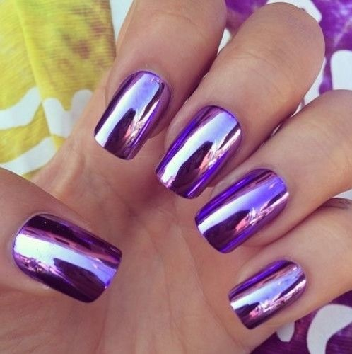 Veidrodiniai violetiniai nagai