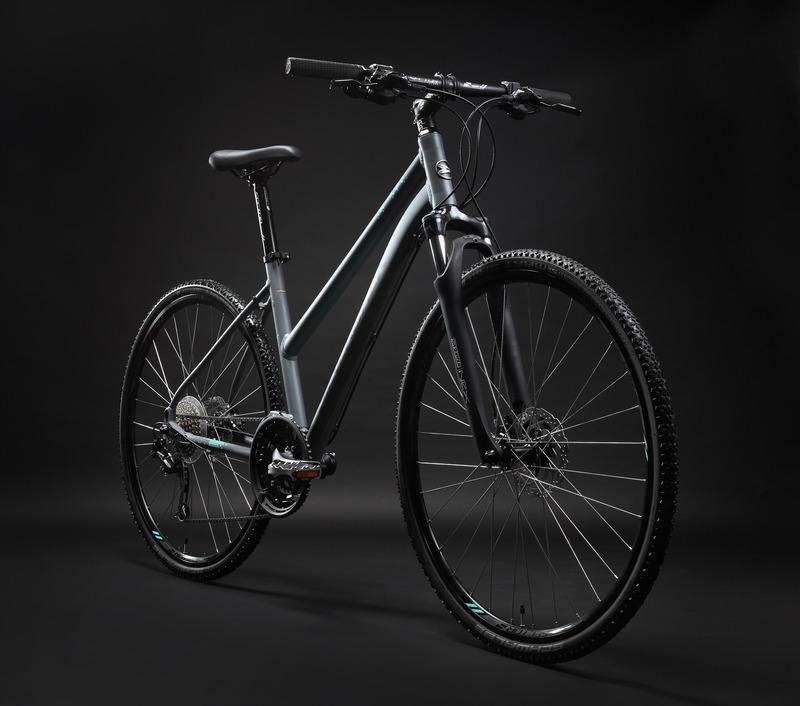 Moteriškas hibridinio tipo dviratis